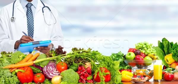 Arts voedingsdeskundige groenten man gezonde voeding voeding Stockfoto © Kurhan