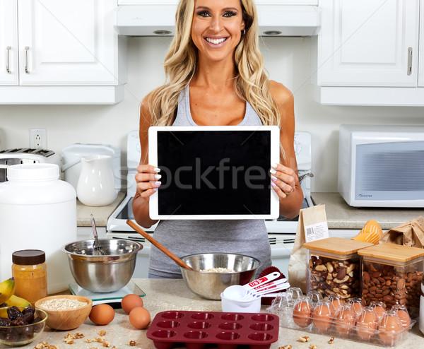 Lány főzés gluténmentes recept fiatal nő konyha Stock fotó © Kurhan
