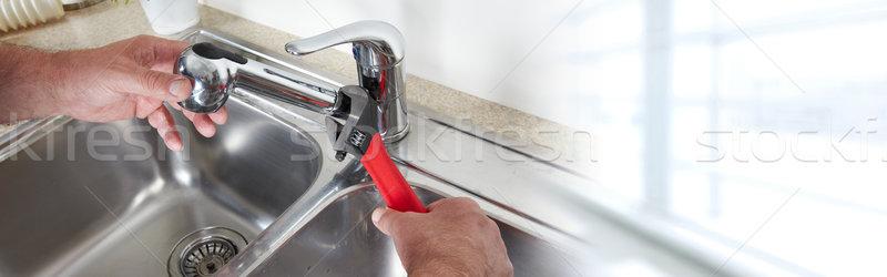 Encanador chave inglesa torneira de água cozinha casa Foto stock © Kurhan