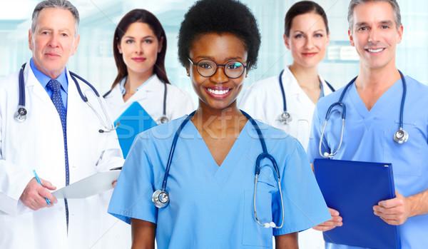 Czarny lekarza kobieta medycznych grupy tle Zdjęcia stock © Kurhan