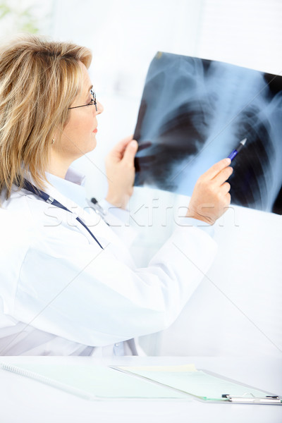 Foto d'archivio: Medico · medici · guardando · Xray · immagine · ufficio