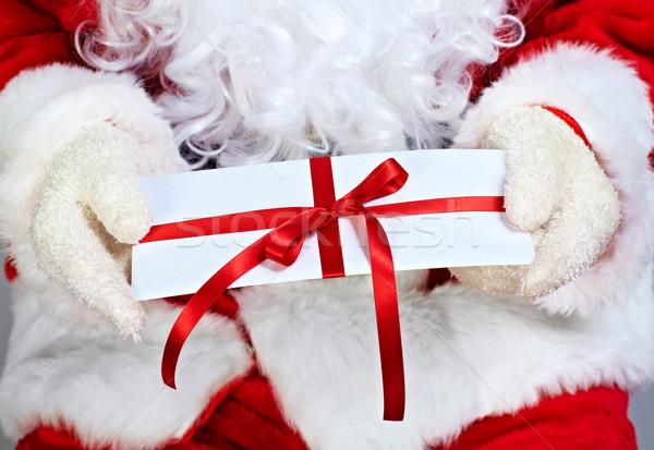 weihnachten geschenk h nde mann feld stock foto kurhan 4958207 stockfresh. Black Bedroom Furniture Sets. Home Design Ideas