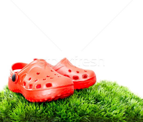 Zomerschoenen zomer Rood schoenen groen gras kinderen Stockfoto © Kurhan