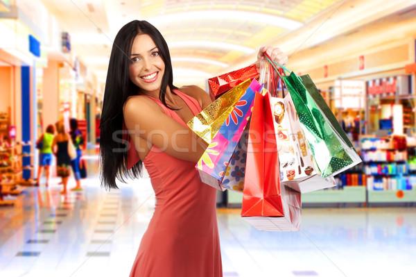 Winkelen vrouw glimlachende vrouw mall vrouwen gelukkig Stockfoto © Kurhan