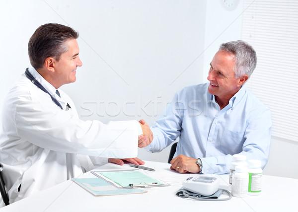 Foto stock: Senior · homem · médico · sorridente · médico
