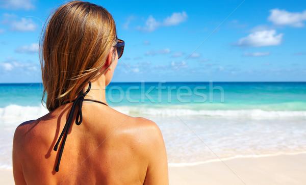 Geri kadın bikini plaj güzel kız tropikal plaj Stok fotoğraf © Kurhan