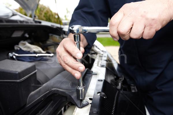 Hände Automechaniker Schraubenschlüssel Autoreparatur Service Auto Stock foto © Kurhan