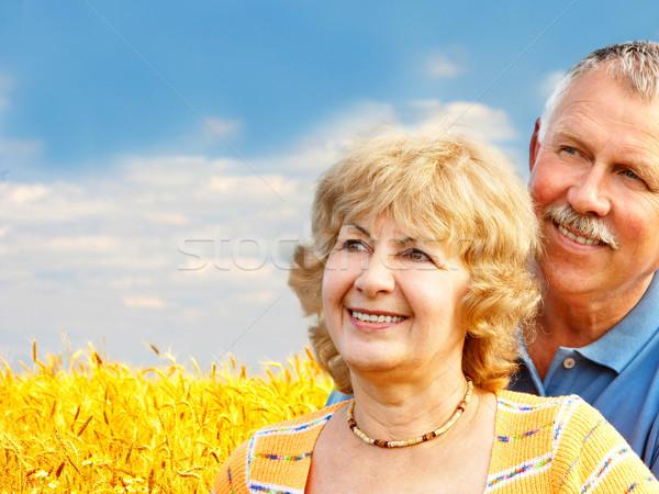 Starszych para uśmiechnięty szczęśliwy miłości zewnątrz Zdjęcia stock © Kurhan