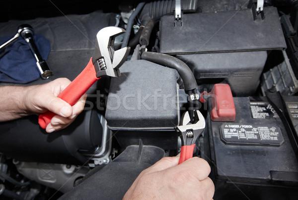 Autó szerelő franciakulcs kezek autó javítás Stock fotó © Kurhan