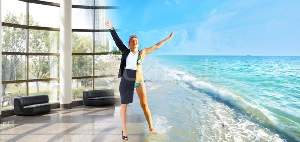 Feliz mulher de negócios praia férias mulher natureza Foto stock © Kurhan