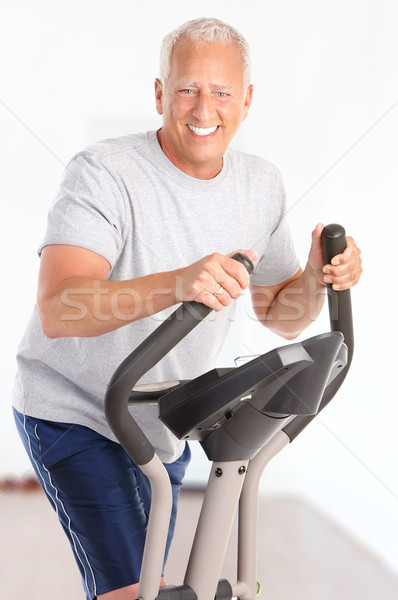Ginásio fitness sorridente idoso homem Foto stock © Kurhan