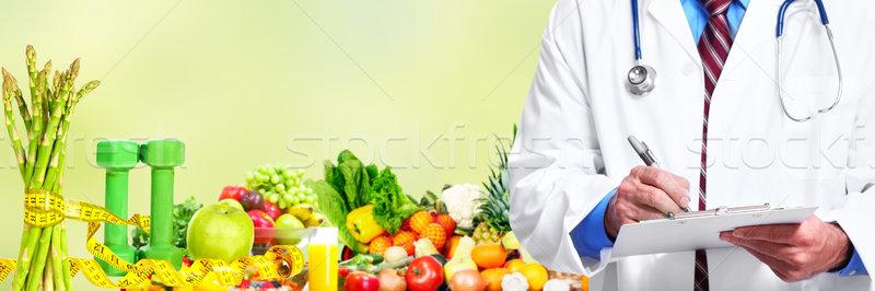 Mãos médico médico frutas legumes mão Foto stock © Kurhan