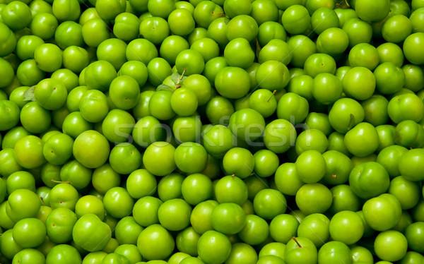 Friss organikus zöld szilva halom utca Stock fotó © Kuzeytac