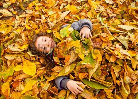Meisje spelen vergadering hoop Geel Stockfoto © Kuzeytac