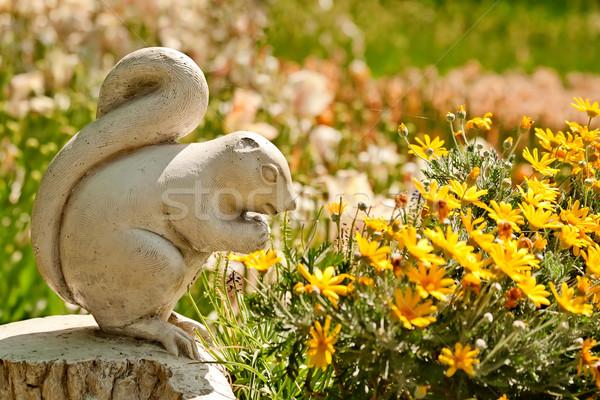 Sevimli taş çizgili sincap heykel çiçek doku Stok fotoğraf © Kuzeytac