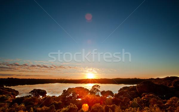 Vreedzaam meer zonsopgang zon hemel Stockfoto © kwest