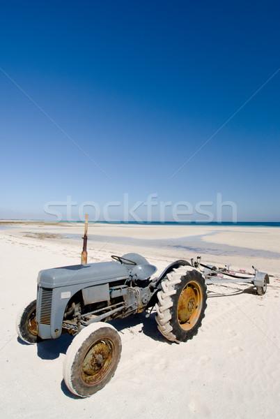 Traktor tengerpart félsziget Dél-Ausztrália tenger óceán Stock fotó © kwest