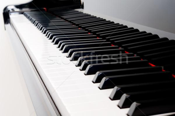 Zongora billentyűk közelkép hangversenyzongora kulcsok absztrakt zongora Stock fotó © kwest