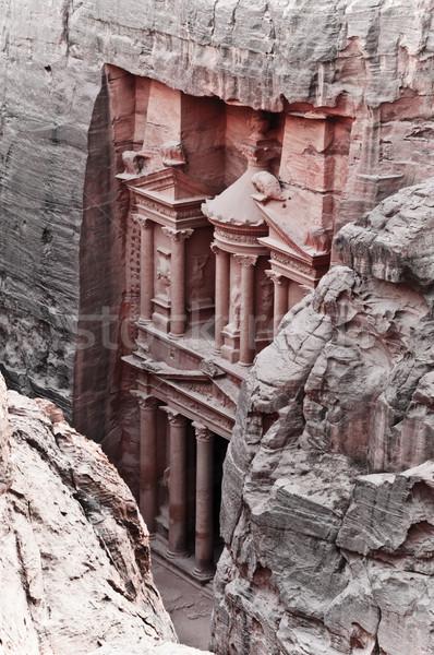 Hazine görmek kırmızı gül şehir dağ Stok fotoğraf © kyolshin