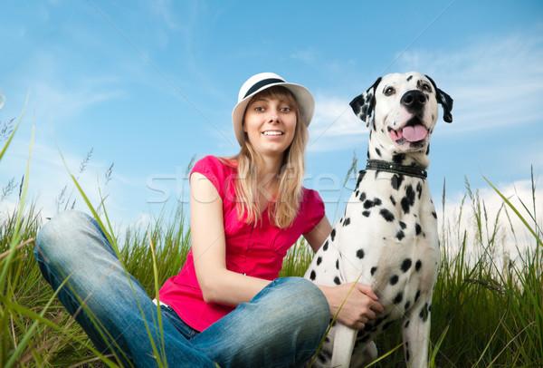 ストックフォト: 若い女性 · 犬 · ペット · 美しい · 帽子 · 座って