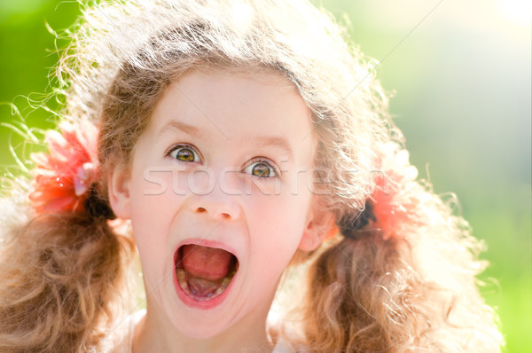 Foto stock: Surpreendido · belo · little · girl · verão · parque · menina