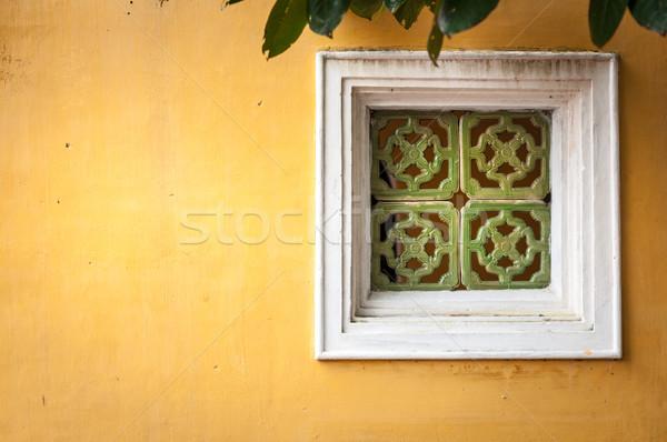 Witte venster muur Geel pleisterwerk houten Stockfoto © kyolshin