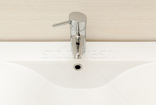 Moderno torneira branco afundar cerâmico casa Foto stock © kyolshin