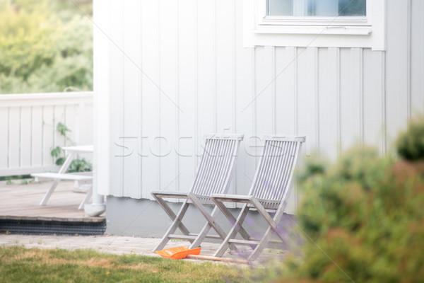Kert székek Fehér ház zöld fű Svédország Európa Stock fotó © kyolshin