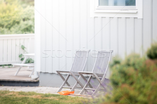 Giardino sedie casa bianca erba verde Svezia Europa Foto d'archivio © kyolshin