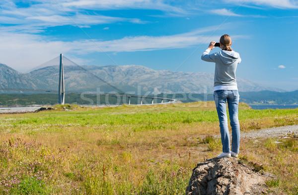 Lány elvesz fotó autó híd Norvégia Stock fotó © kyolshin