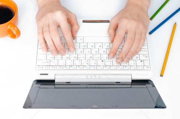 Eller yazarak bilgisayar çalışmak yer Stok fotoğraf © kyolshin