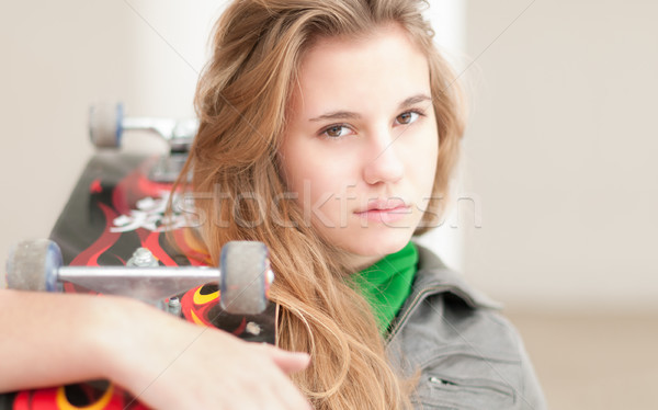 портрет довольно девушки скейтборде Открытый женщины Сток-фото © kyolshin