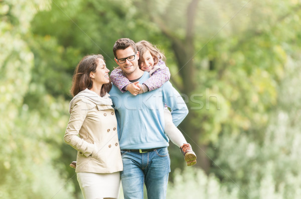 Família feliz três ao ar livre jovem juntos Foto stock © kyolshin