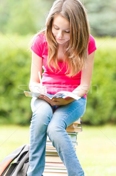 Genç öğrenci kız oturma kitaplar Stok fotoğraf © kyolshin