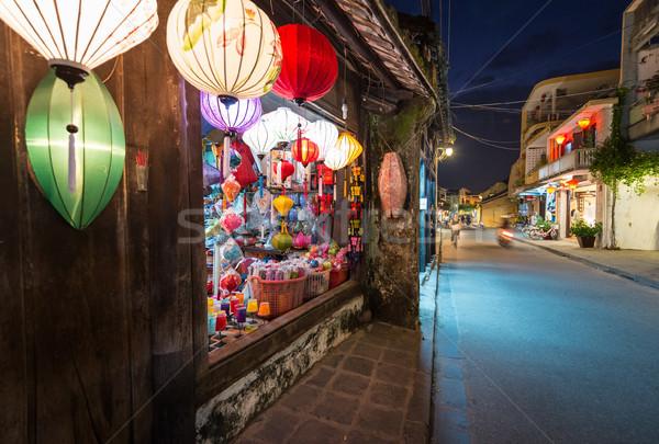 Magasin grand fenêtre coloré lanternes large Photo stock © kyolshin