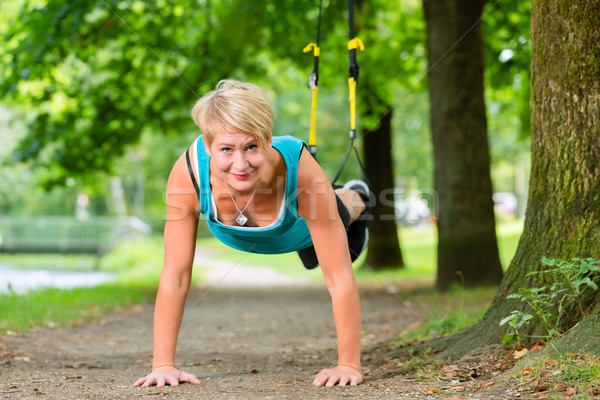 Kadın süspansiyon spor genç kadın Stok fotoğraf © Kzenon