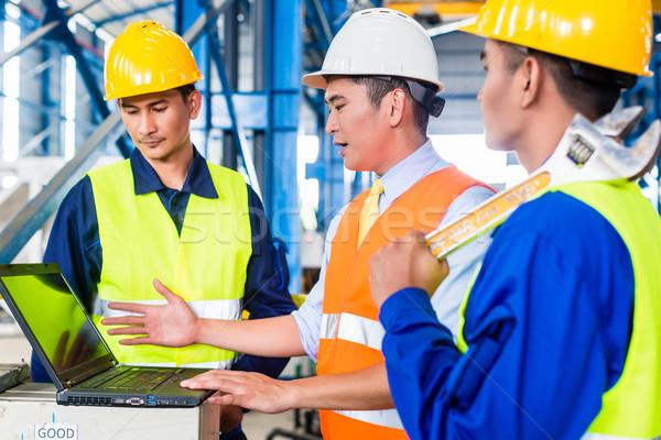 Takım fabrika üretim eğitim işçiler mühendis Stok fotoğraf © Kzenon