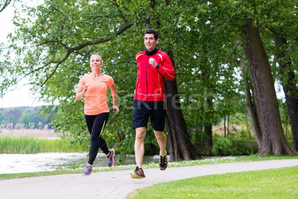 Kobieta człowiek jogging brud ścieżka lesie Zdjęcia stock © Kzenon