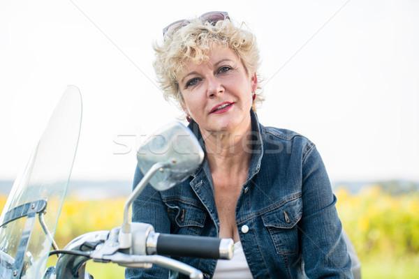 Attivo senior donna indossare blu denim Foto d'archivio © Kzenon
