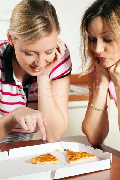 Nyami pizza barátok buzgó várakozás utolsó Stock fotó © Kzenon