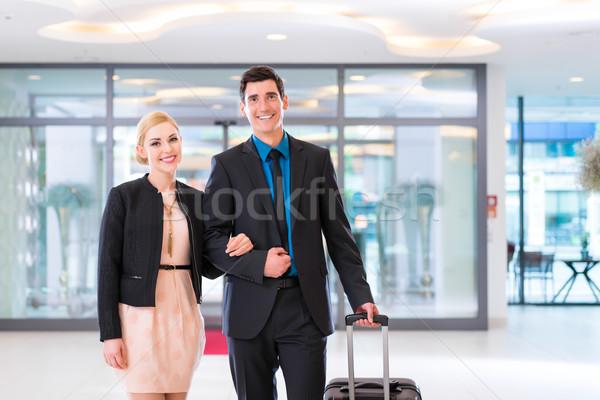 Człowiek kobieta hotel lobby walizkę Zdjęcia stock © Kzenon