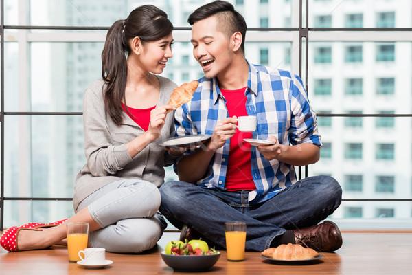 Młodych indonezyjski para śniadanie kobieta człowiek Zdjęcia stock © Kzenon