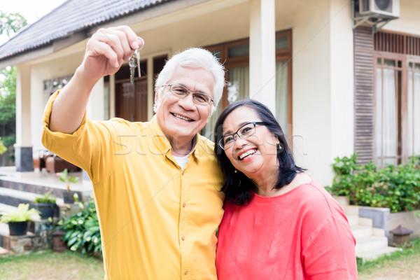 Retrato feliz altos hombre posando esposa Foto stock © Kzenon