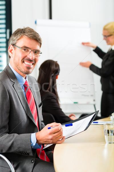 Business team vergadering presentatie kantoor Stockfoto © Kzenon