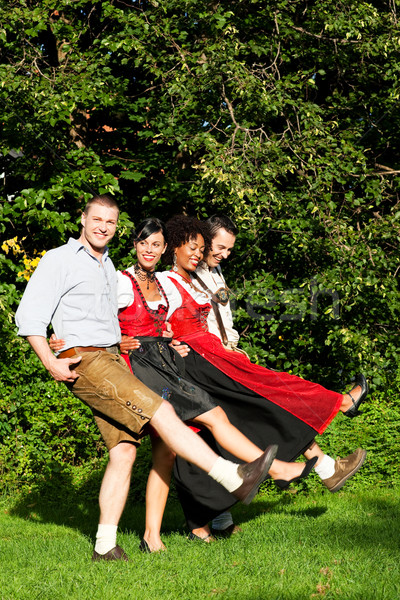 Gruppe vier Freunde Tanz vier Personen zwei Stock foto © Kzenon