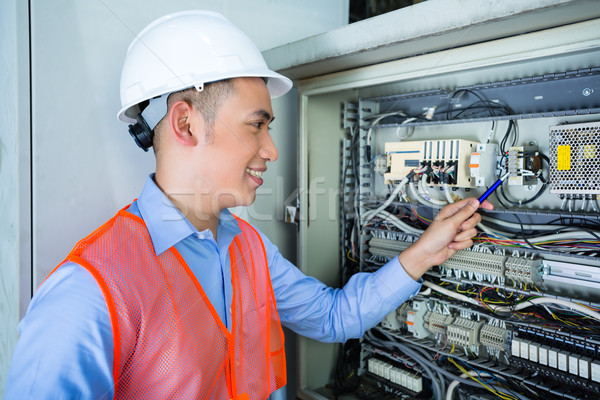 Zdjęcia stock: Asian · elektryk · płyta · budowa · indonezyjski · technik