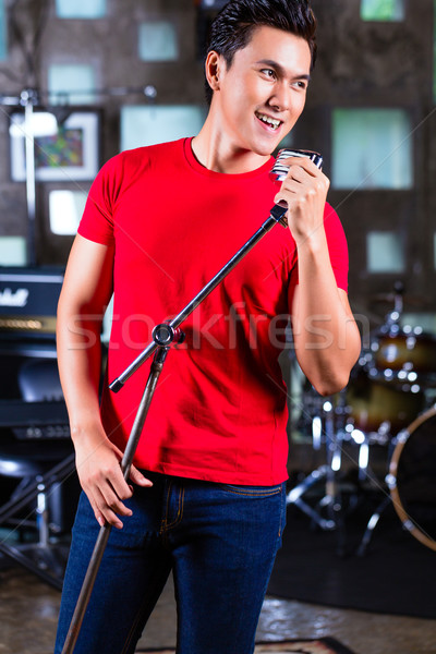 Asian chanteur chanson professionnels musicien Photo stock © Kzenon