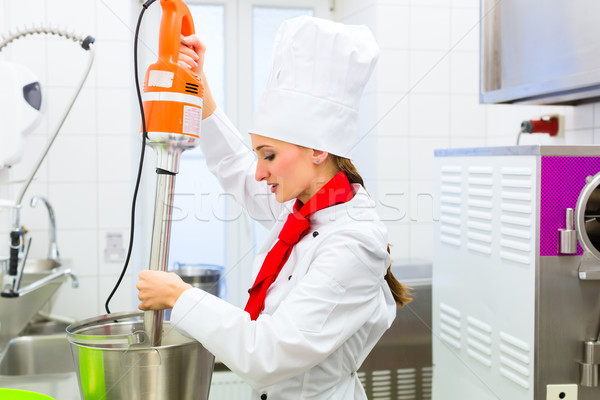 Chef helado alimentos procesador femenino gastronomía Foto stock © Kzenon