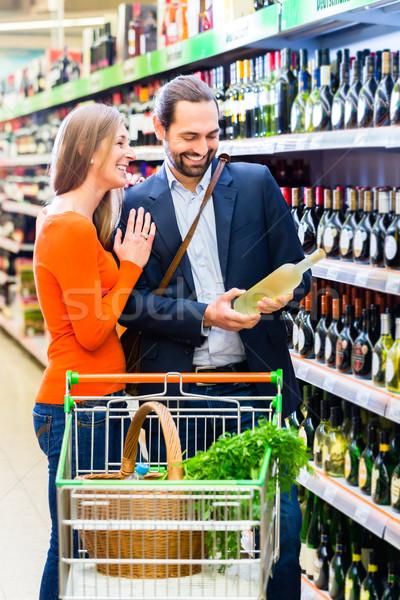 Pár kiválaszt bor áruház nő vásárlás Stock fotó © Kzenon