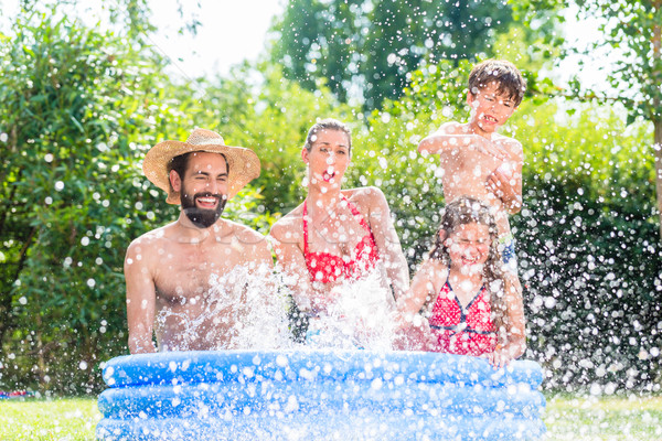 семьи охлаждение вниз воды саду Сток-фото © Kzenon
